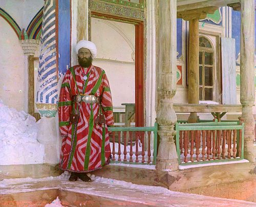 Из серии ''Узбекские портреты''. Бухарский чиновник (фото начала ХХ века).