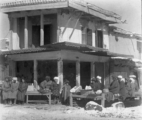 Из серии ''Узбекские портреты''. Чайхана в Самарканде (фото начала ХХ века).