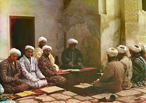 Из серии ''Узбекские портреты''. Урок в самаркандском медресе (фото начала ХХ века).