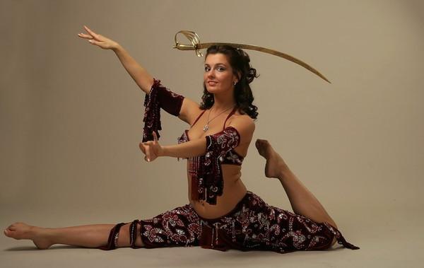 Эротический танец с кинжалом