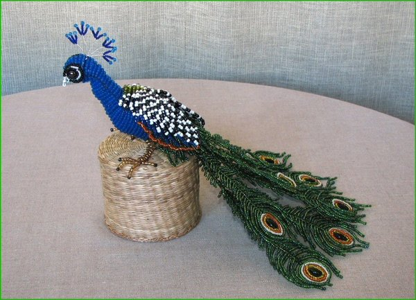 Павлин из бисера схема плетения.  Такого симпатичного павлина из бисера .