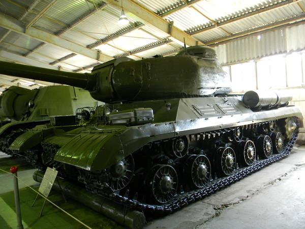 Тяжёлый танк ИС-2 (Центральный музей бронетанкового вооружения и техники в Кубинке)
