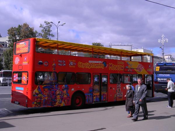 Двухэтажный автобус на улицах Москвы