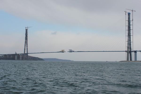 Вантовый мост на остров Русский