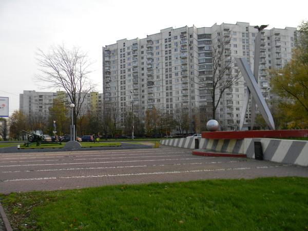 Памятник ''Солдату Отечества'' на пересечении улиц Плещеева и Лескова