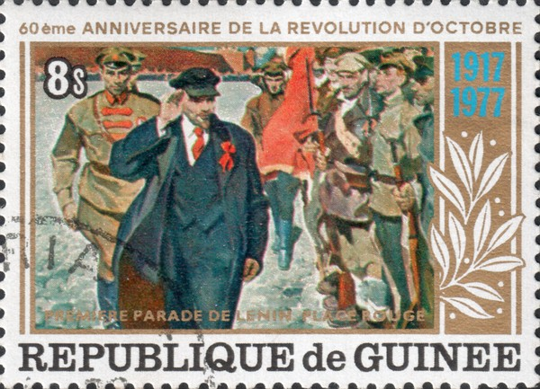 Владимир Ильич Ленин принимает парад