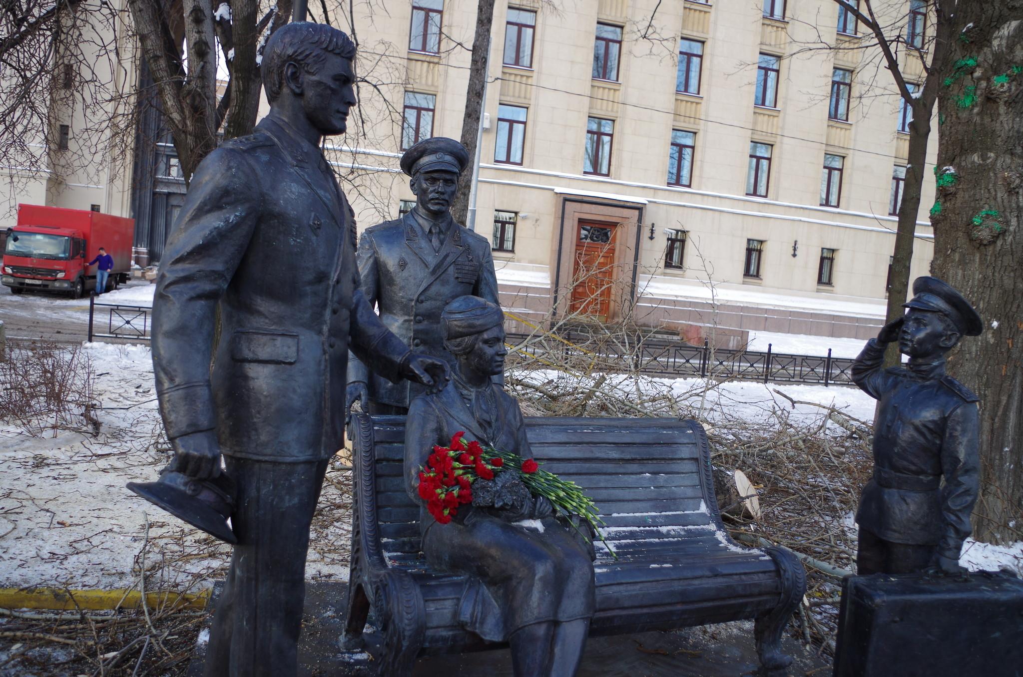 Памятник «Есть такая профессия — Родину защищать»
