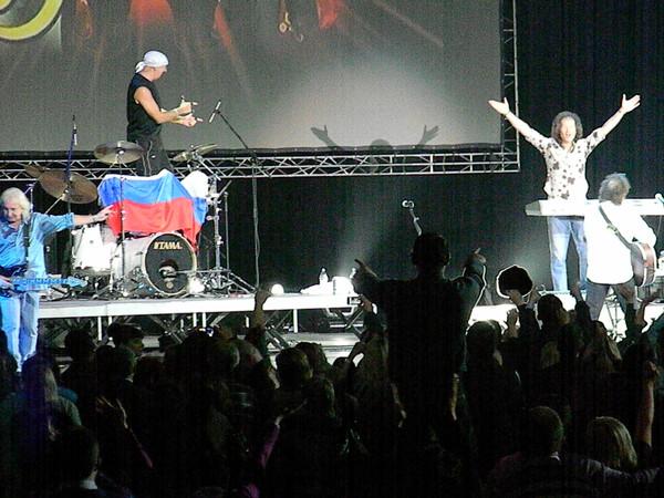Smokie: Стив Пиннела с российским флагом