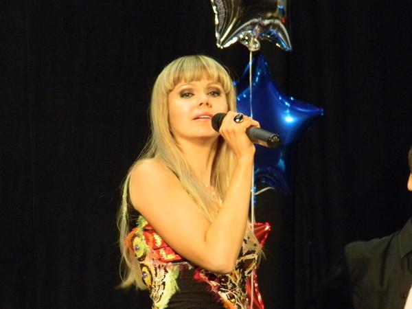 Натали (настоящее имя - Наталья Анатольевна Миняева, после замужества - Рудина) родилась 31 марта 1974 года