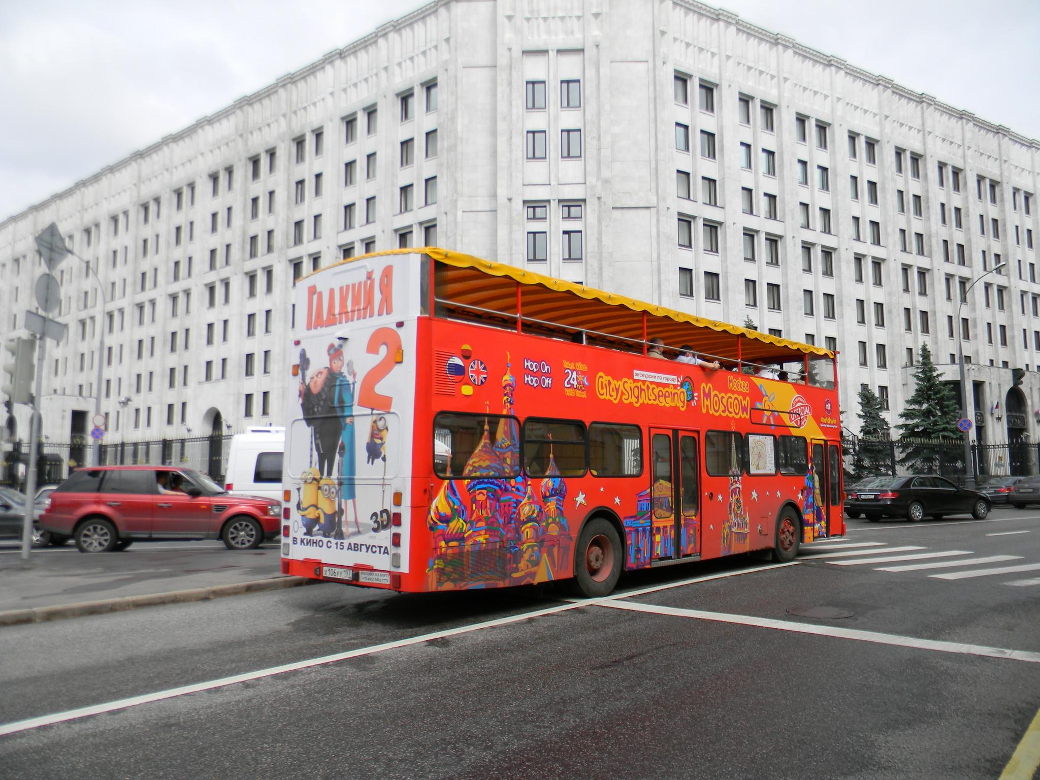 Красные двухэтажные автобусы в Москве