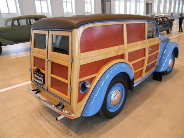 Москвич-400-422 — фургон с деревянным каркасом кузова
