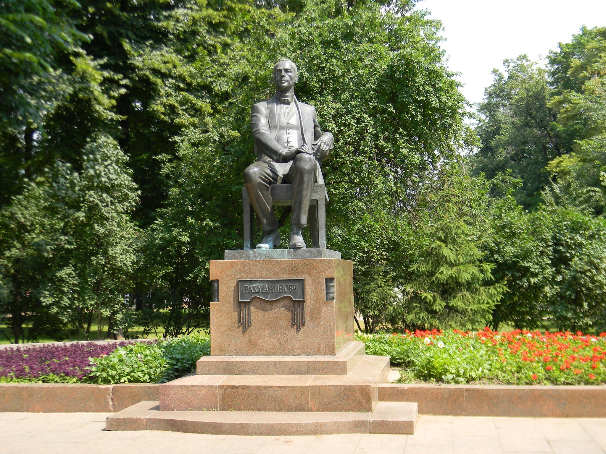 Памятник С.В. Рахманинову в Москве, на Страстном бульваре