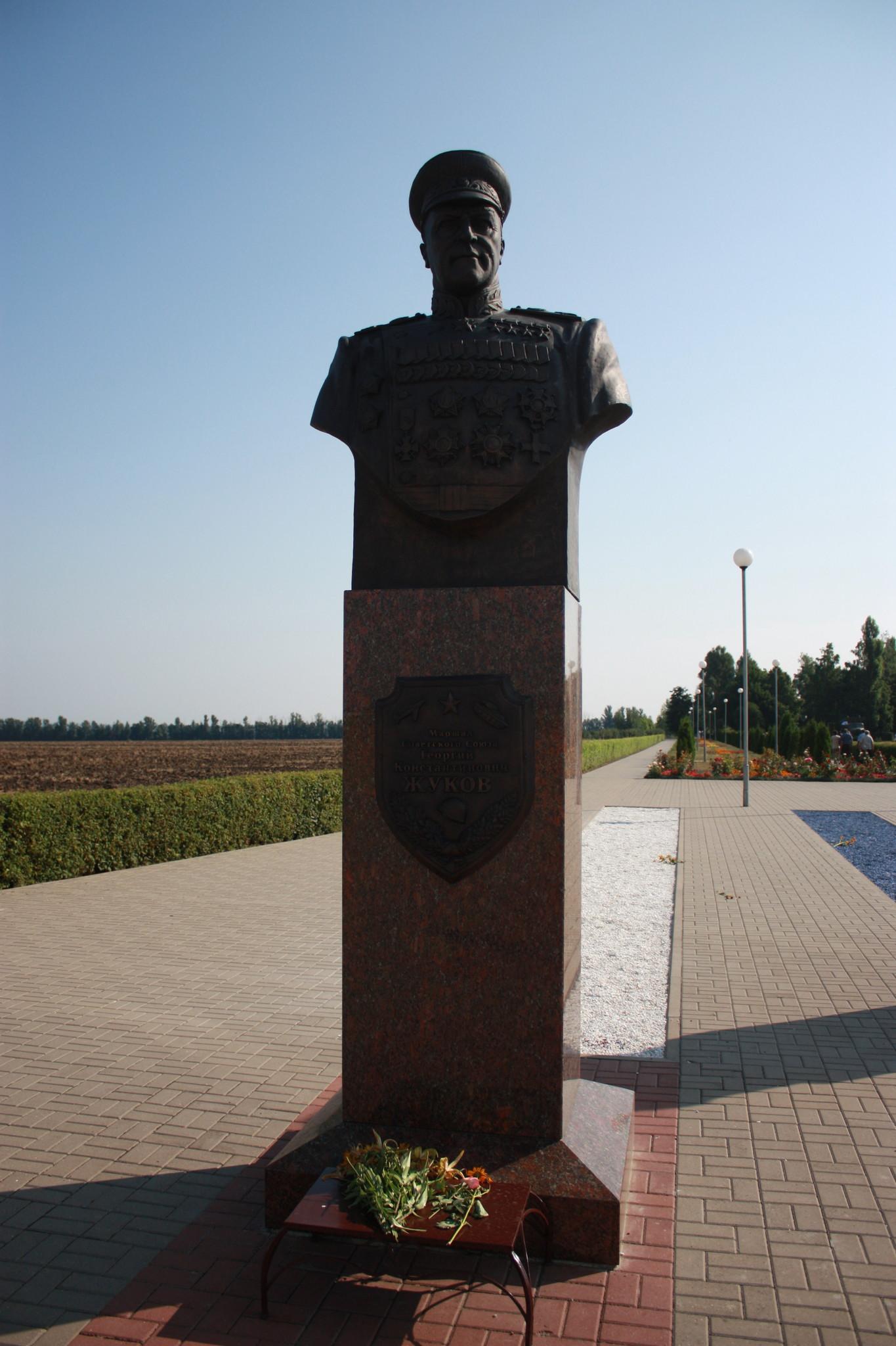 Бюст Г.К. Жукова на территории Государственного военно-исторического музея-заповедника
