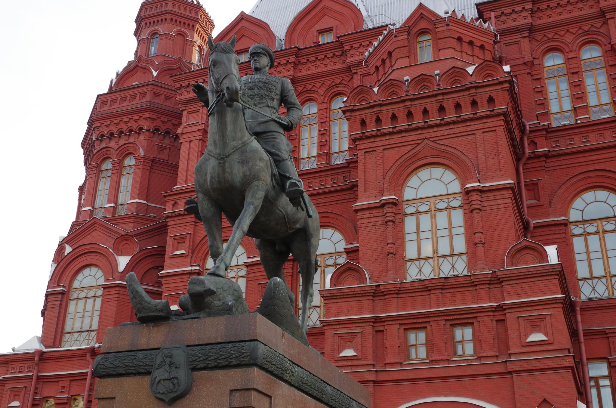 Конная статуя Георгию Жукову на Манежной площади