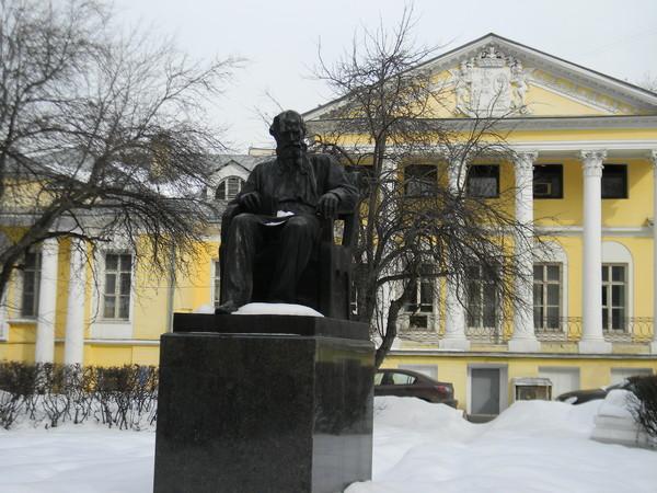 Памятник Льву Николаевичу Толстому