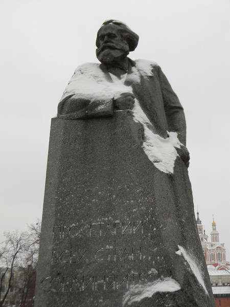 Памятник Карлу Марксу на Театральной площади