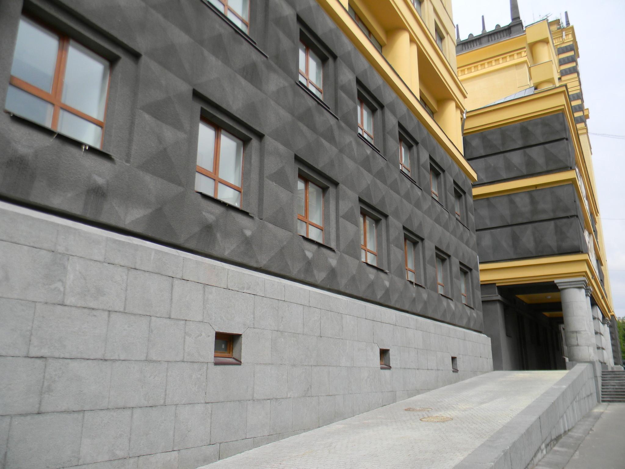 В этом здании с 1962 по 1985 год работал А.А. Епишев