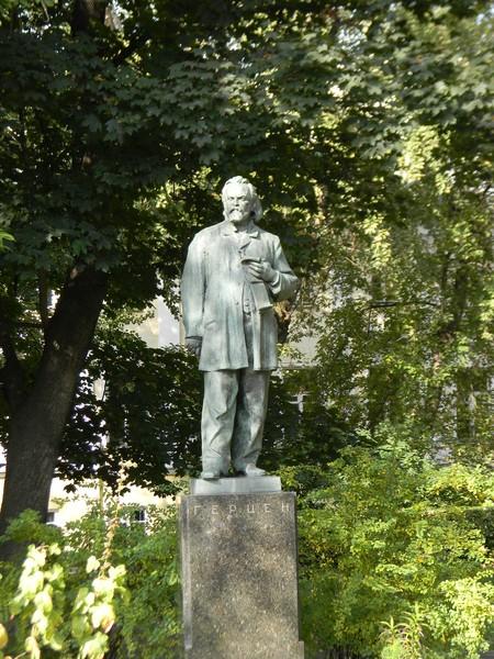 Памятник Александру Герцену на Тверском бульваре в Москве