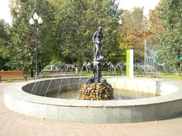 Фонтан у парка имени Горького