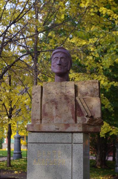 Памятник Данте Агильери