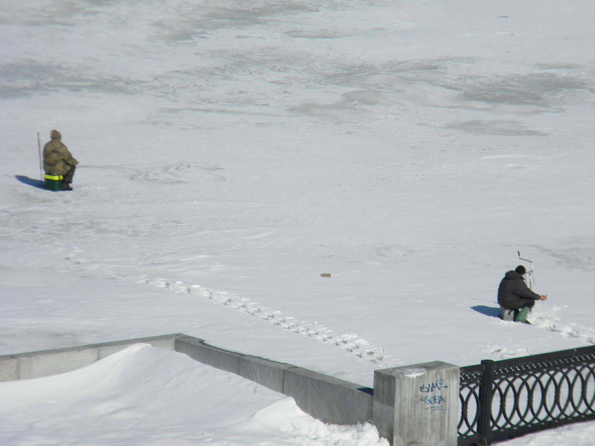 Рыбаки у набережной Тараса Шевченко
