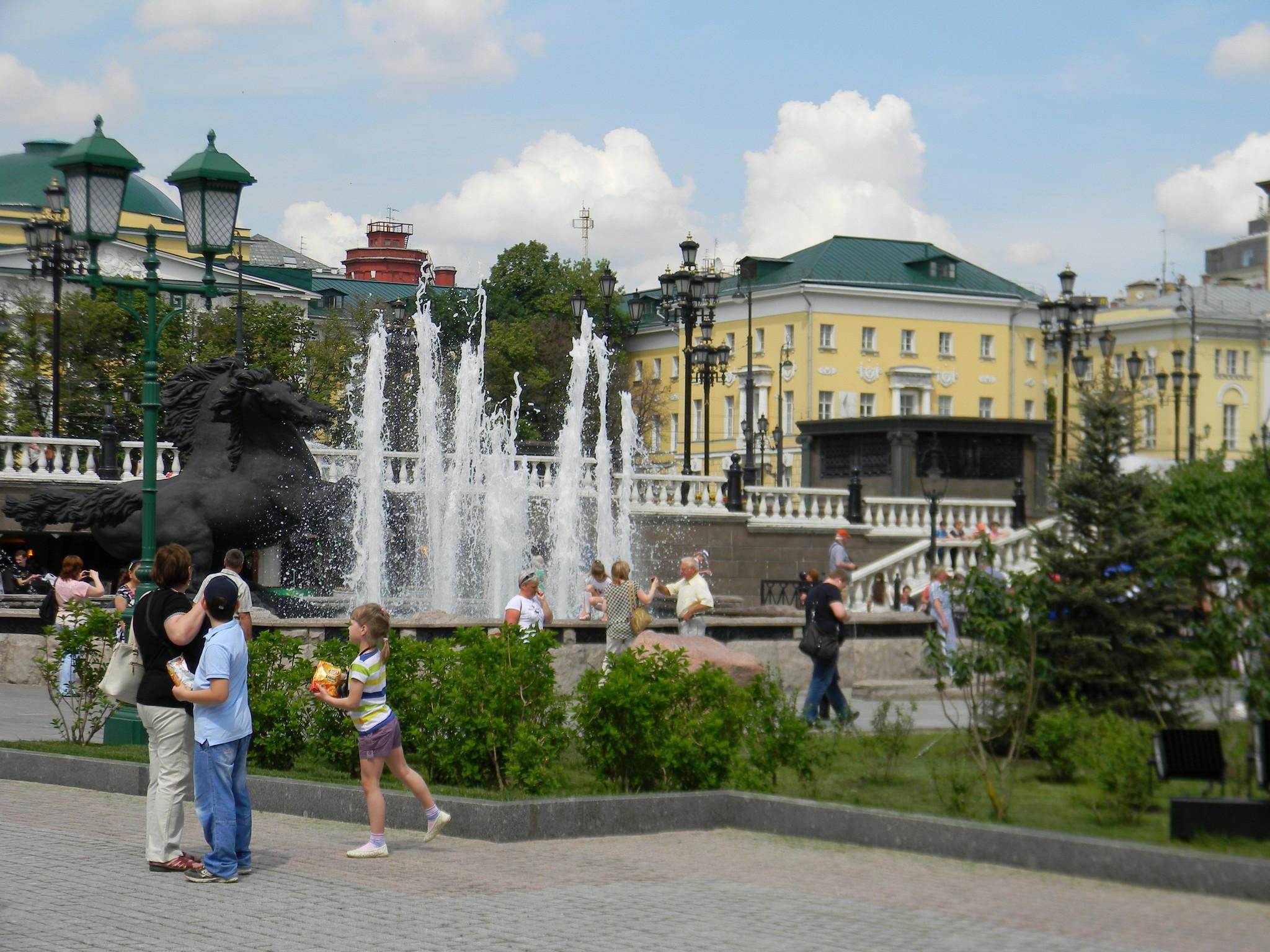 Каскад фонтанов в Александровском саду