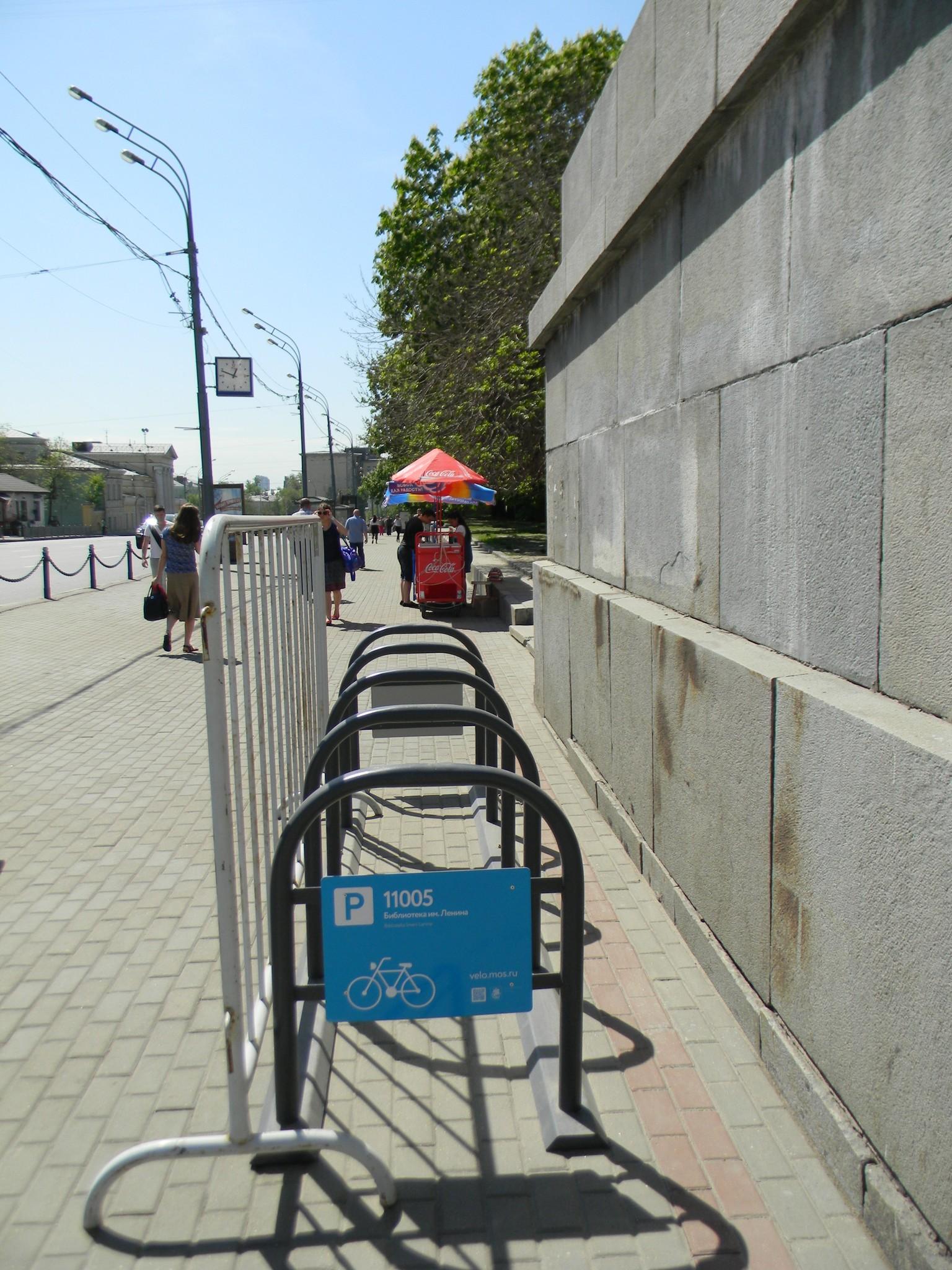 Велопарковка на Моховой улице