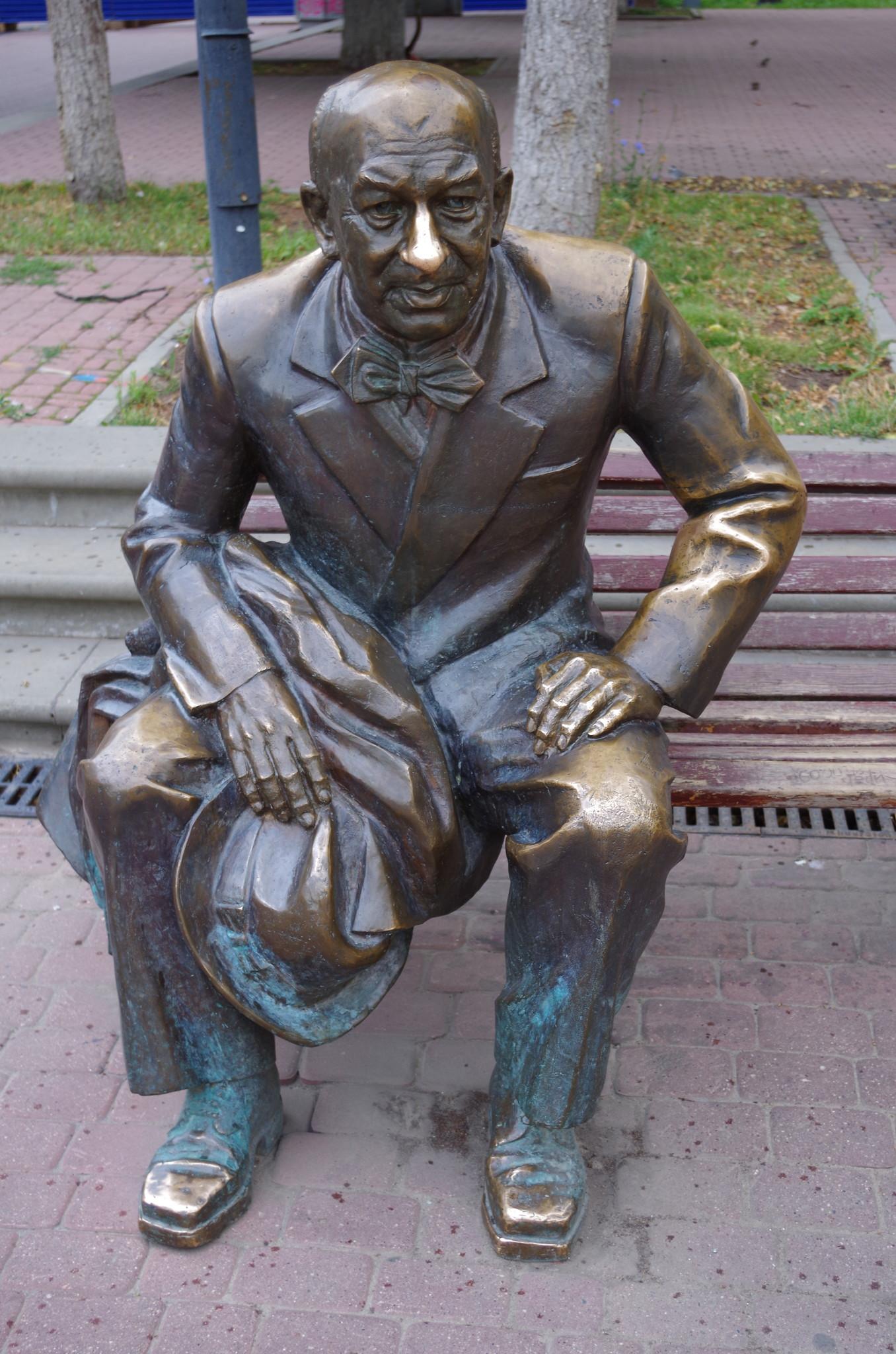 Памятник Евгению Евстигнееву