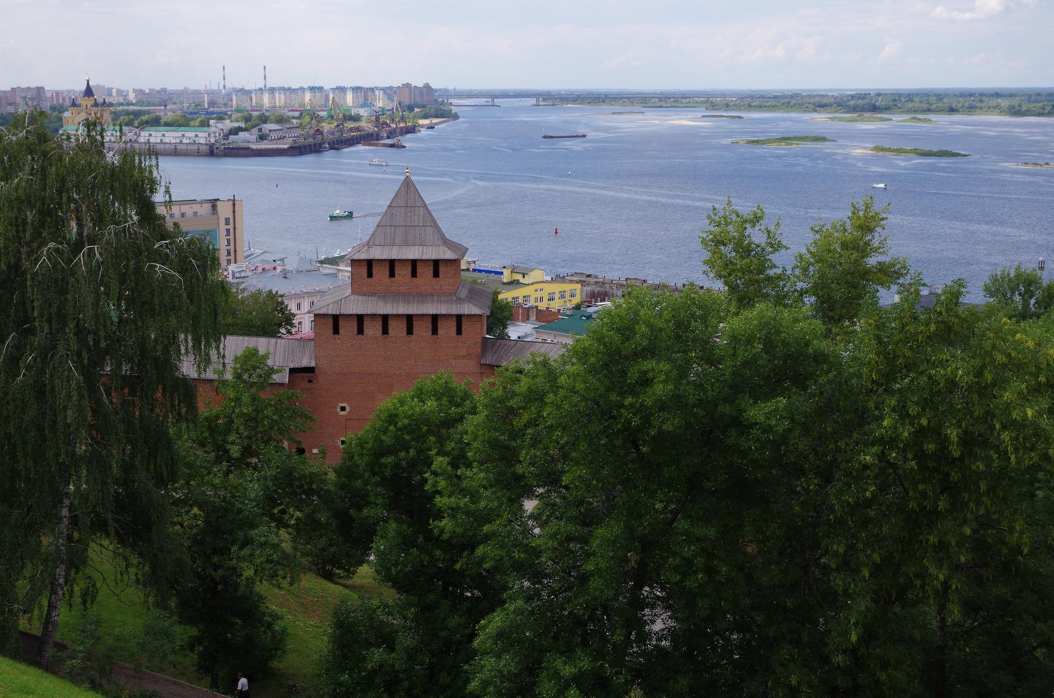 Вид на слияние рек Оки и Волги со стороны Нижегородского кремля