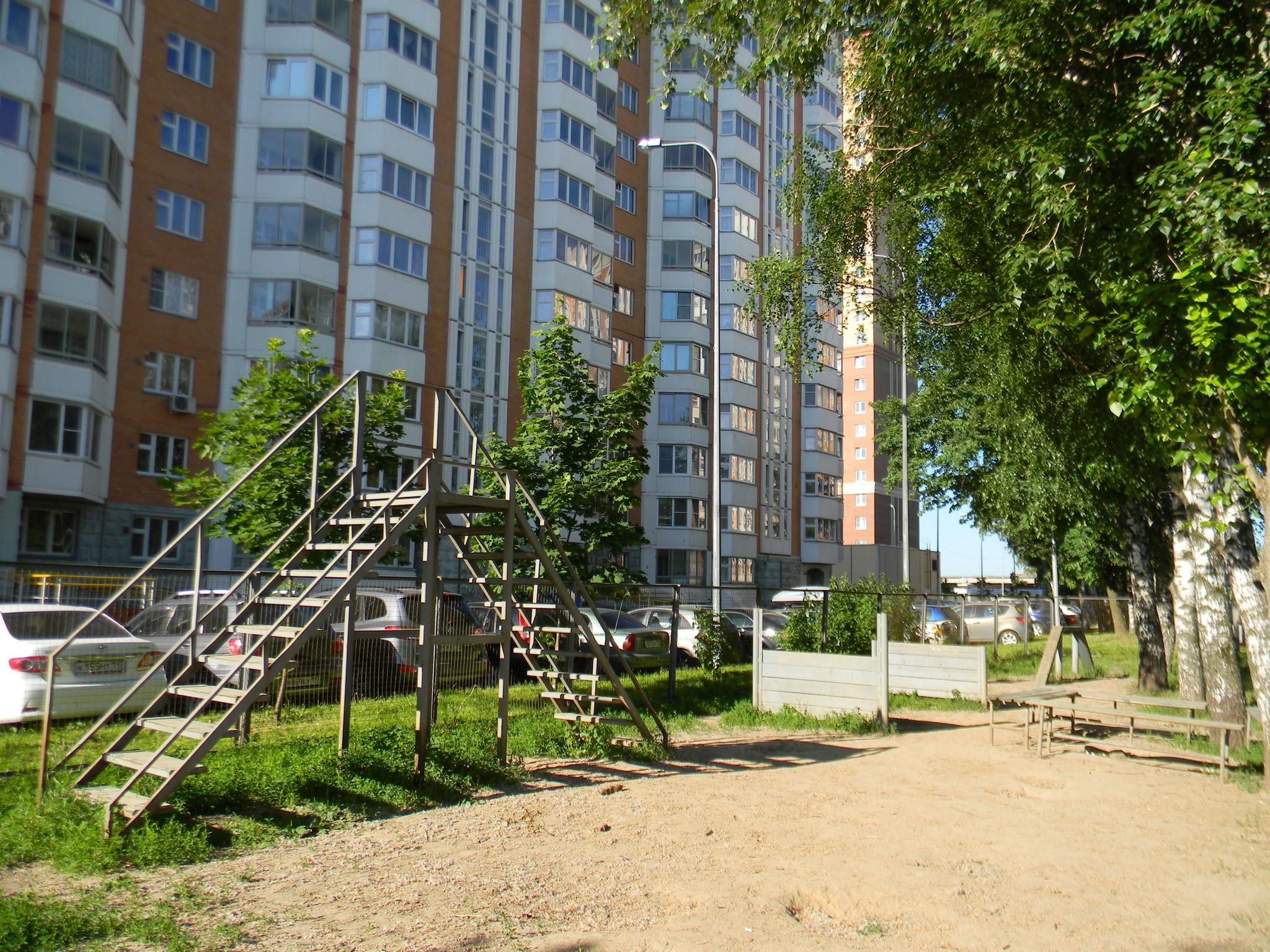Площадка для выгула собак по 9-й Северной линии, дом 23, корпус 2
