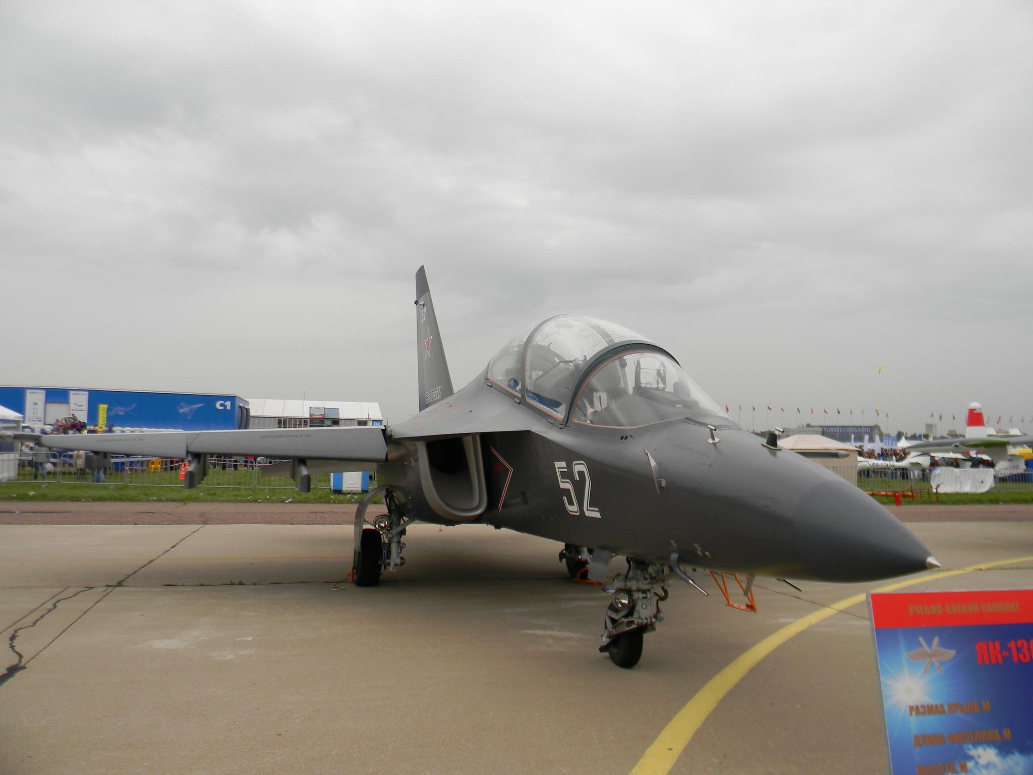 Двухместный реактивный учебно-боевой самолёт нового поколения Як-130