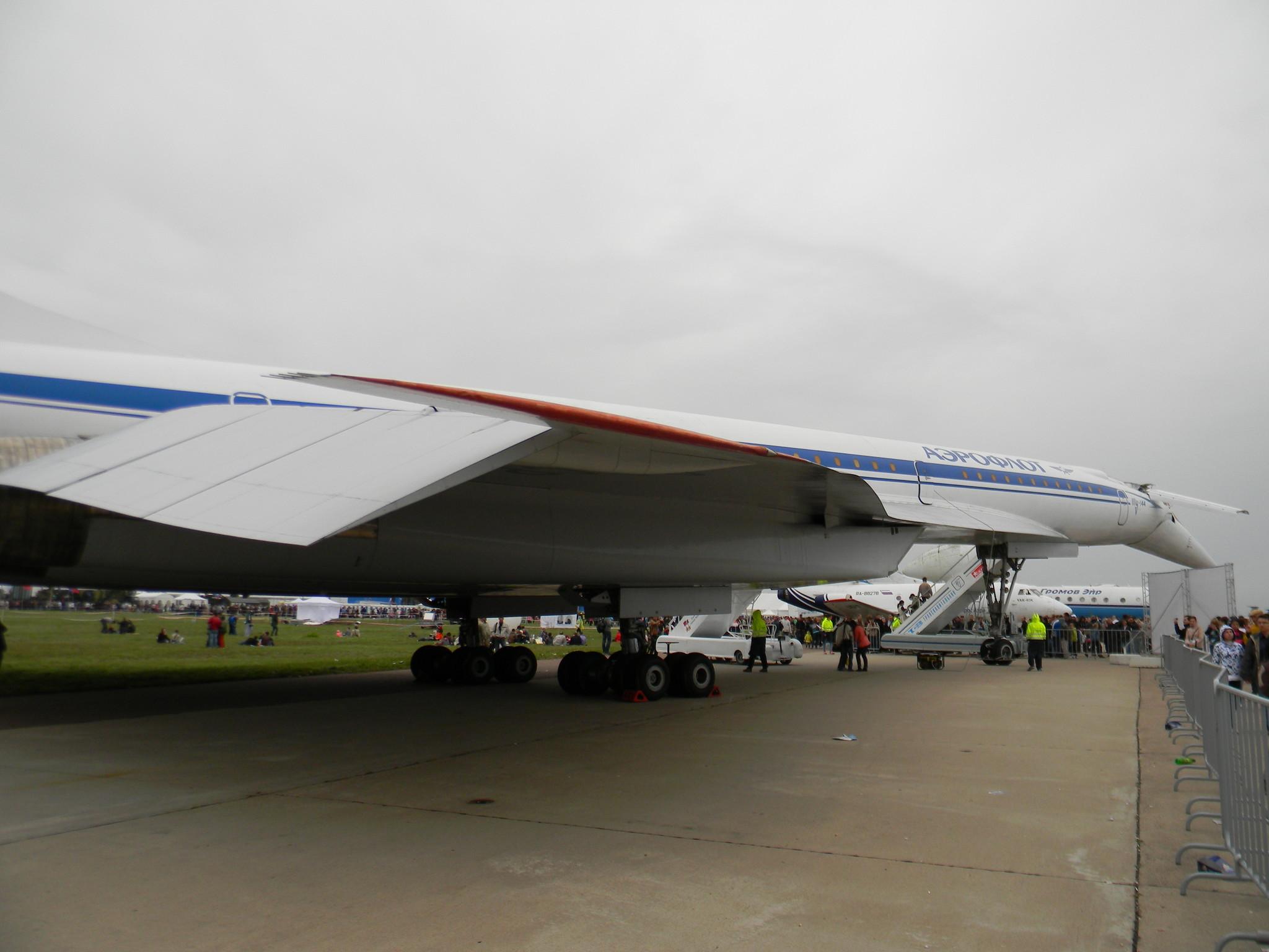 Первый в мире сверхзвуковой пассажирский самолёт Ту-144