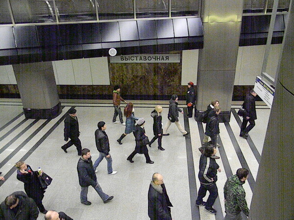 В метро звучат Новогодние поздравления