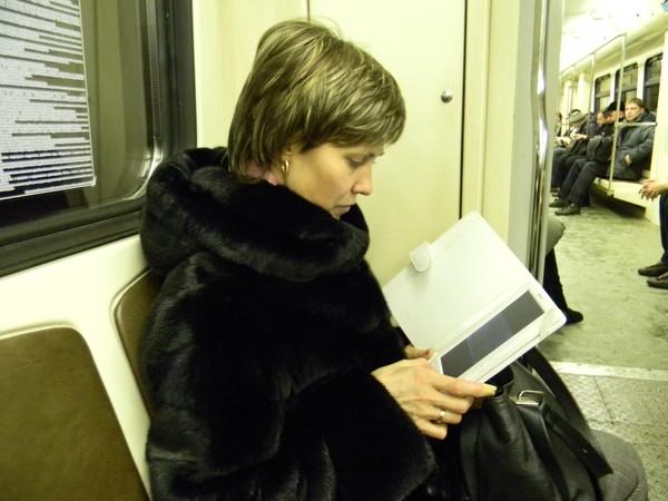 Электронная книга - лучший друг пассажира московского метро