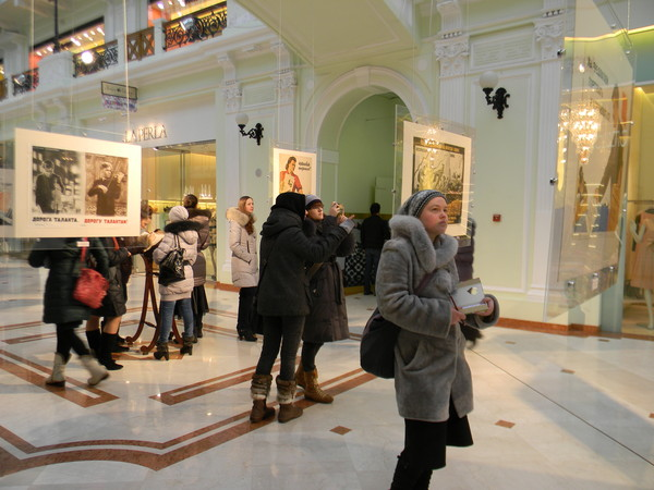 Выставка советских плакатов в Петровском пассаже