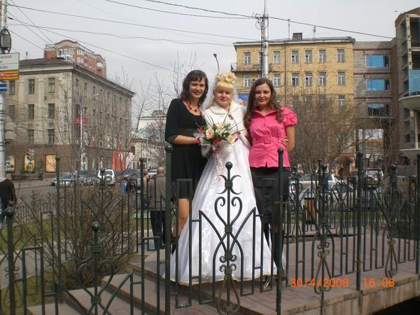 Мои родные сестры))) Я крайная справа.