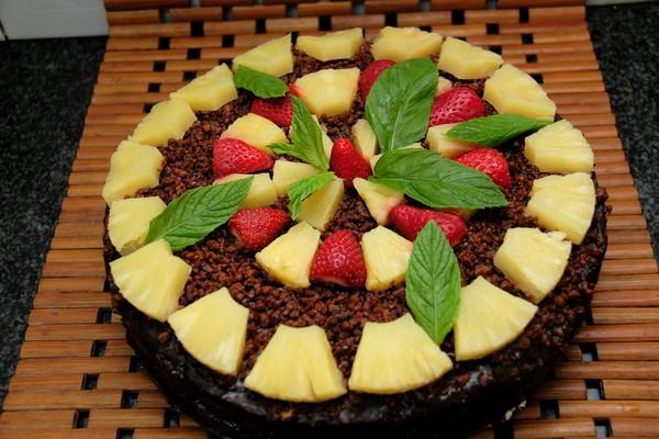 Грильяжный торт с фруктами,орехами и шоколадом