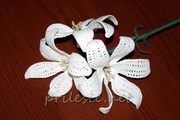 Вязанная крючком белая лилия