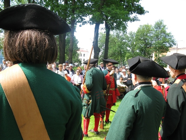 Showing equipment of a musketeer.