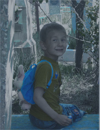 Фото мальчик на кладбище