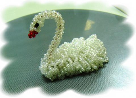 Схема плетения лебедя из бисера.