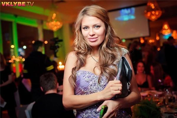 Викто́рия Анато́льевна Бо́ня (род. 27 ноября , Краснокаменск, Читинская область)...