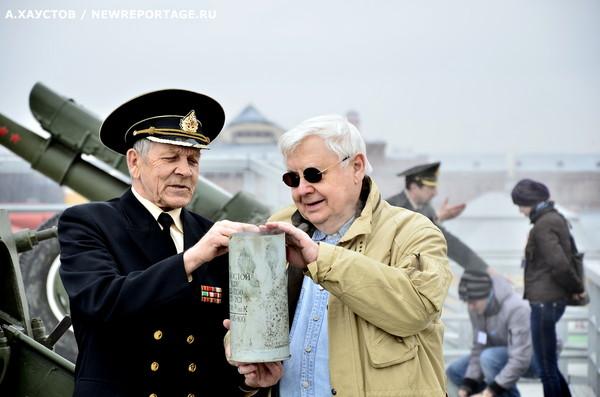 Олег ТАБАКОВ выстрелил из пушки в Петропавловке
