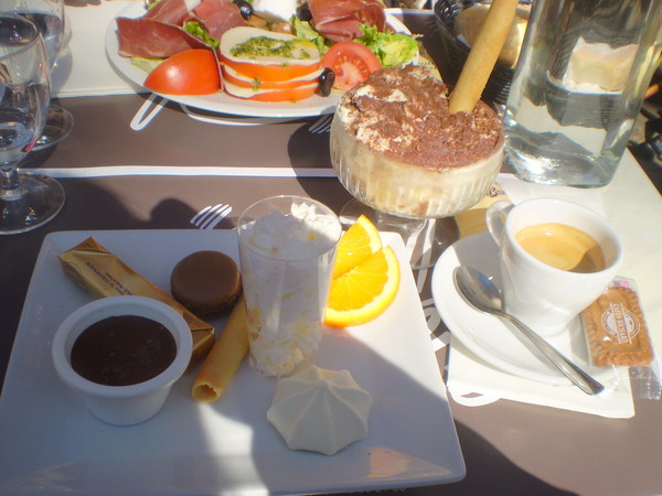 завтрак на Мирабо. вкусности. тирамису