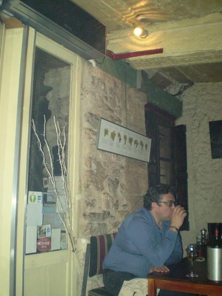 ужин в местном ресторанчике. русские соседи