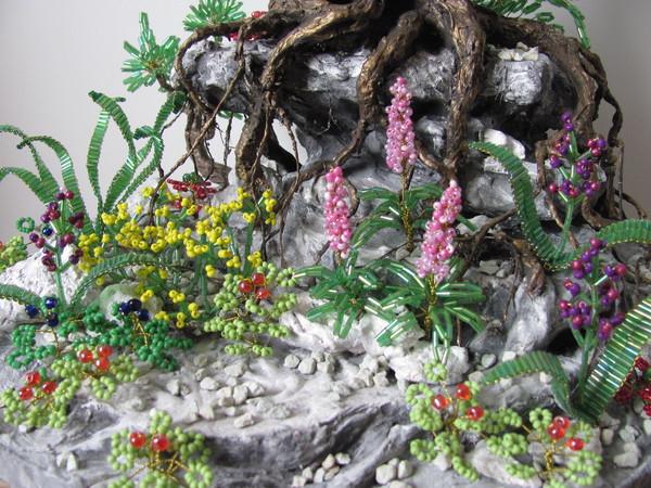 Фото цветы из бисера под деревом