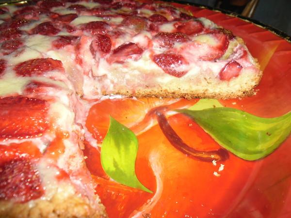 Заливной пирог с клубникой рецепт с фото