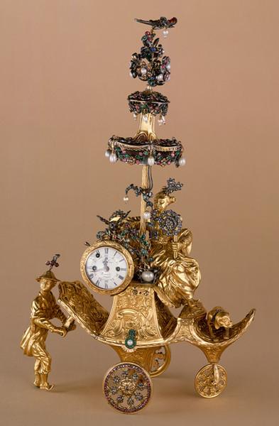 Очень оригинальные часы с фигурками людей