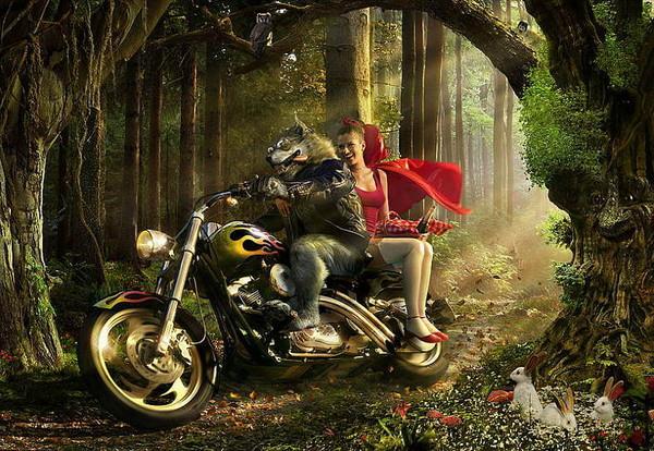 Занимается сексом в лесу с байкером