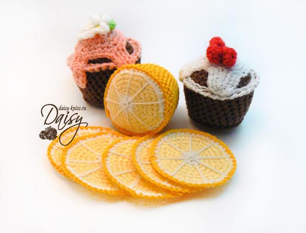 Вязаное пирожное и вязаный